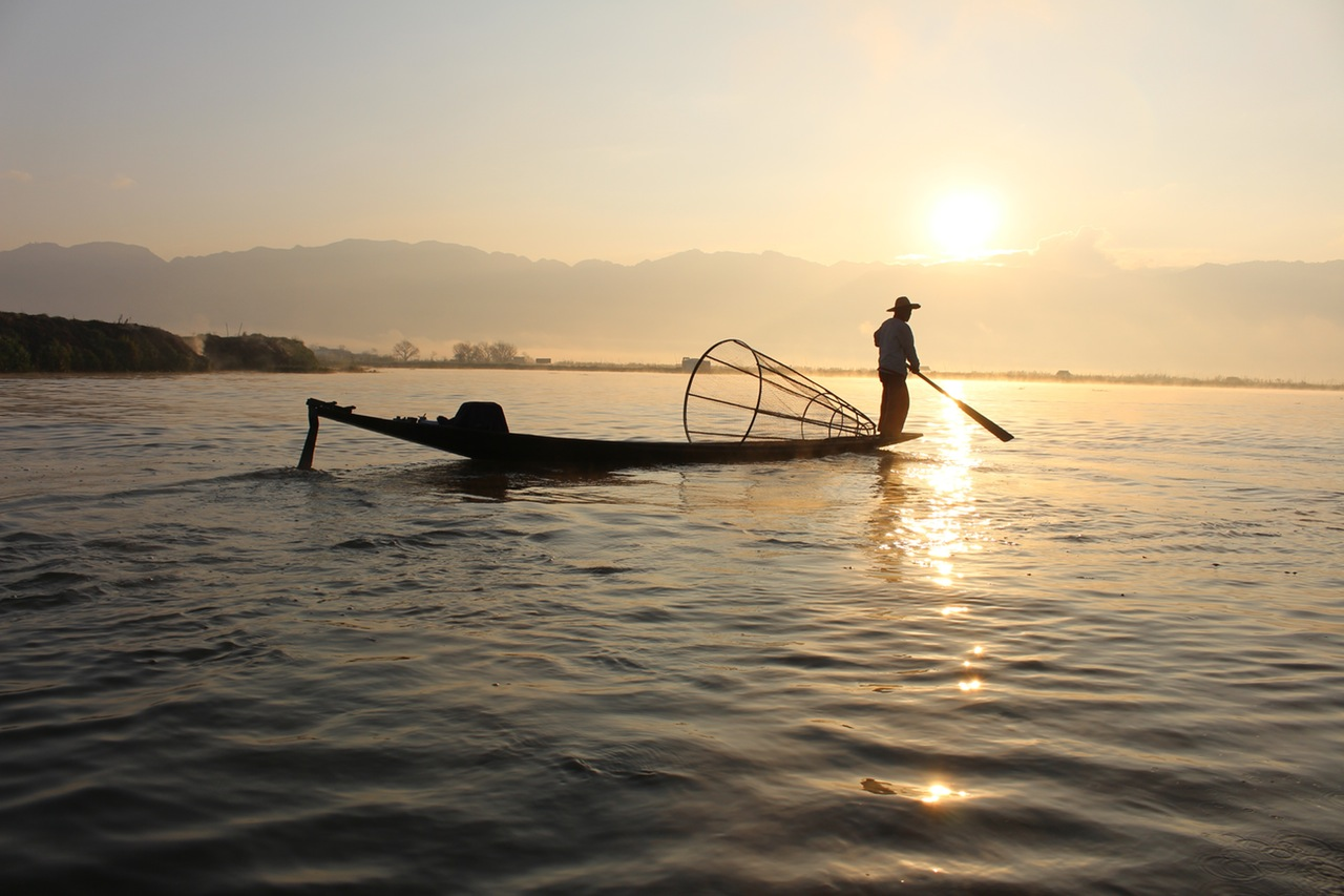 fisherman-boat-inle-lake-myanmar-60706